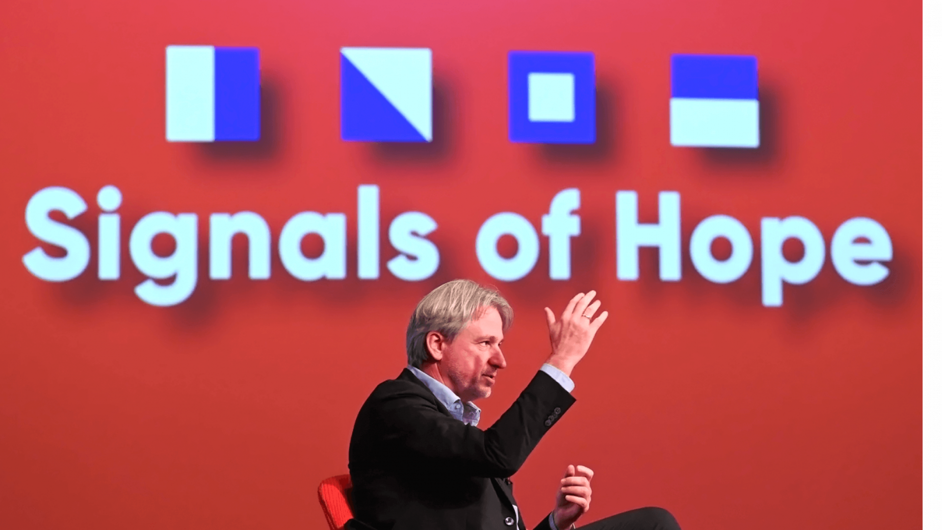 Jürgen Boos, Direktor der Frankfurter Buchmesse, vor Signals of Hope Log