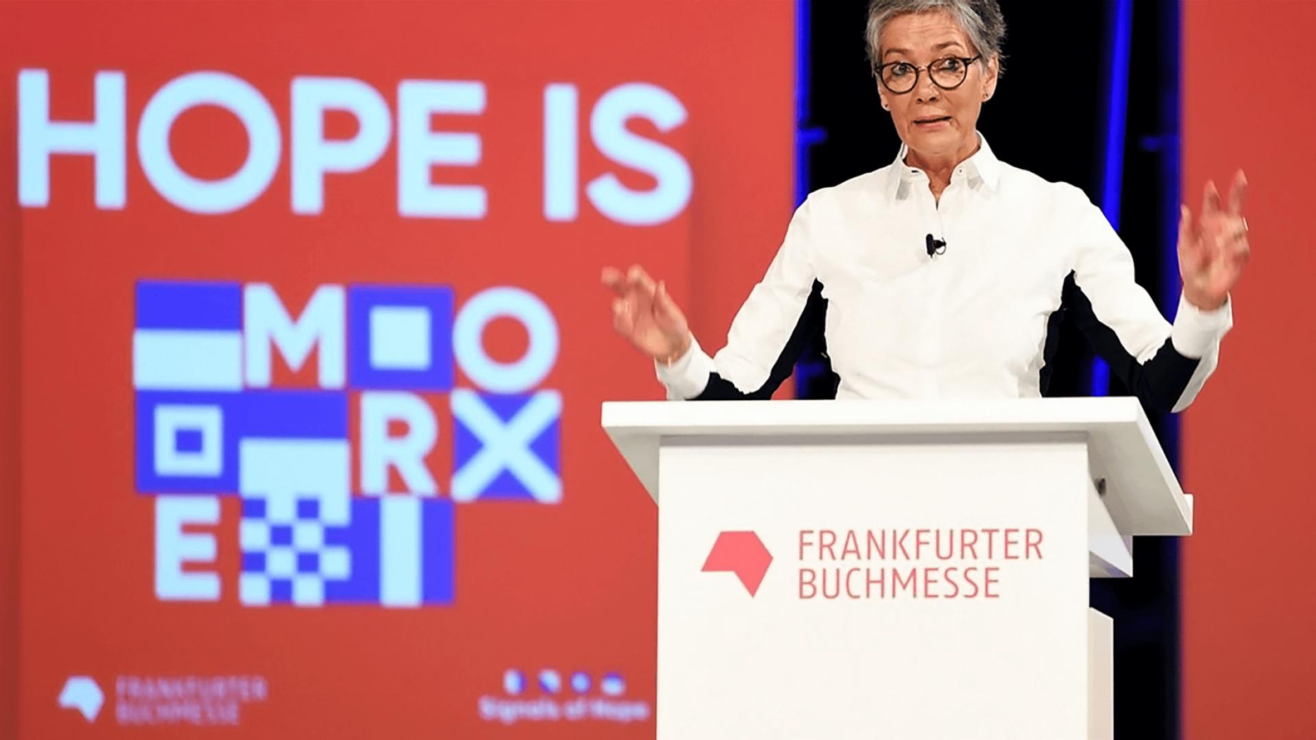 Karin Schmidt-Friderichs vor Signals of Hope